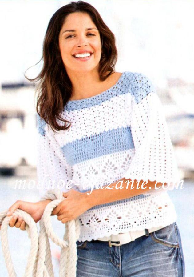 Бело-голубой пуловер в полоску