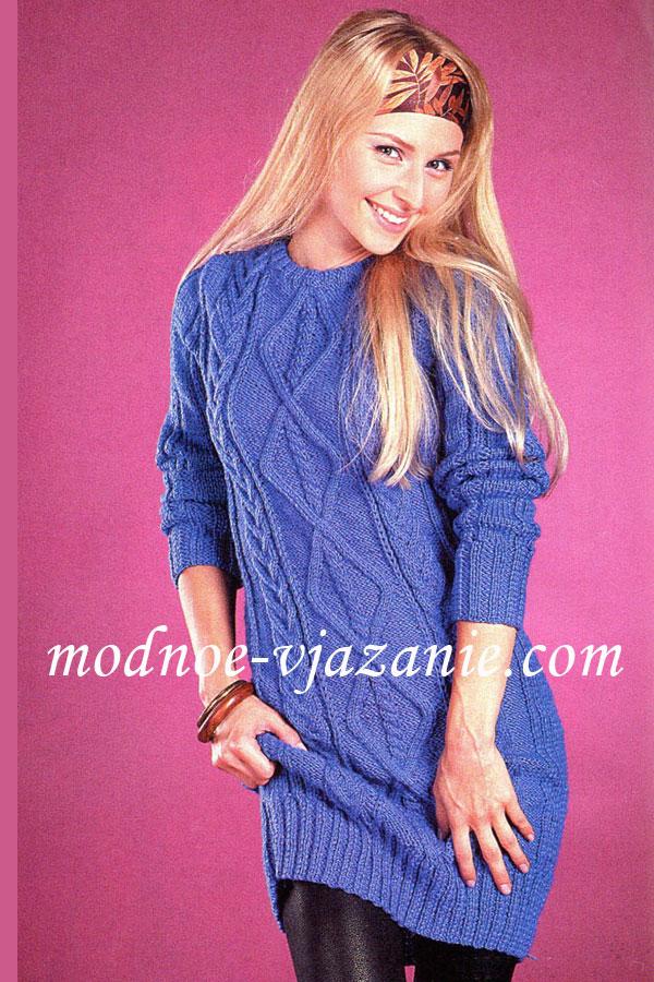Синее платье рельефным узором