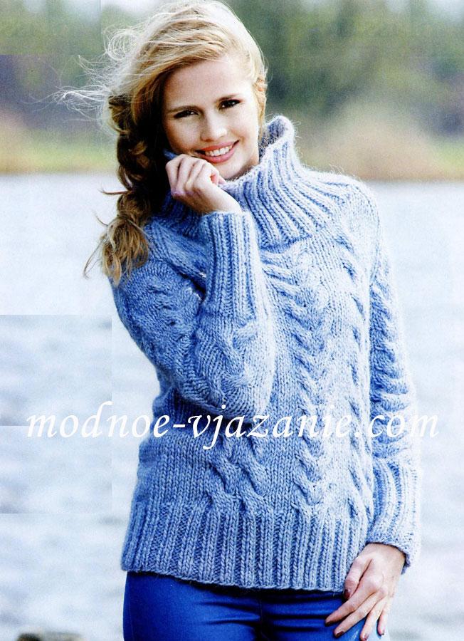 Голубой свитер женский