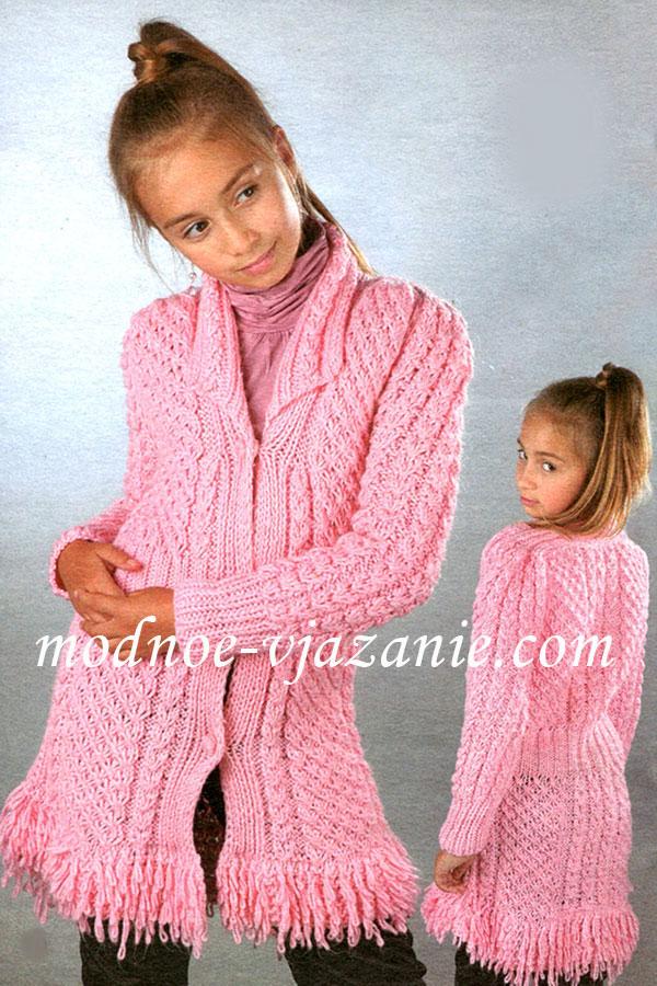 Узорное пальто для девочки